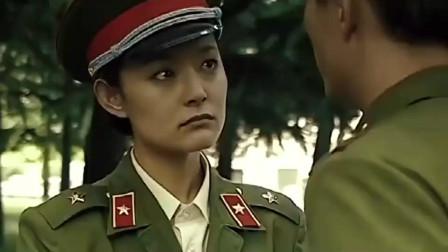 女兵直呼团长大名,团长不搭理,女兵怒道:敢不理老婆