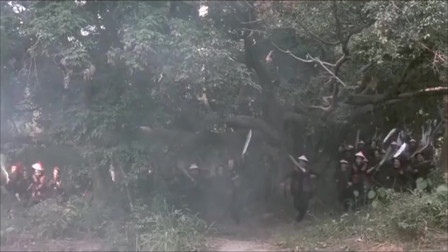 傻不傻啊!拿把剑就敢上战场对面可是冲锋枪啊