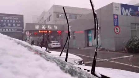 如何把汽车的雨刷立起来?