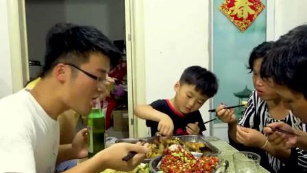 大sao家的辣椒跟不要钱一样,3斤剁椒炖大鱼,老爹:下酒绝了!
