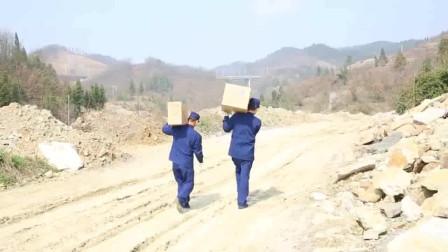 消防员徒步三公里为双胞胎宝宝送去奶粉,战胜疫情在行动