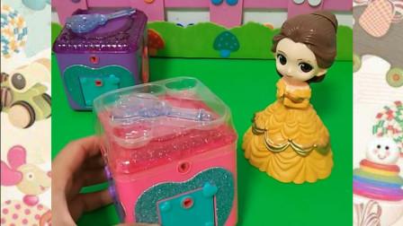 白雪公主的密码箱好漂亮啊,贝尔公主打开看看里面都有什么