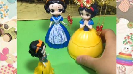 哪一位才是白雪公主的妈妈呢?小朋友你认出来了吗?