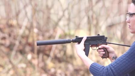 美女测试PDW个人防卫冲锋枪加装消音器的前后对比
