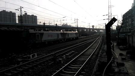 HXD2 1563(前弓)货列通过