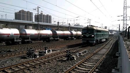 罐列进咸阳站,DF4 6501换向挂0T231次车底