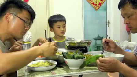 大sao4斤黑鱼做一盆酸菜鱼,一人一斤的白酒,老爹:干!