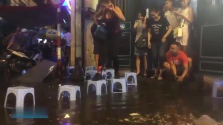 实拍越南河内突降大雨内涝严重,一点也不影响吃货撸串