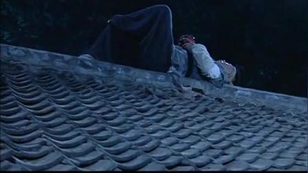 武林外传,事实告诉大嘴:一定要半夜站在屋顶上,往下扔瓦片