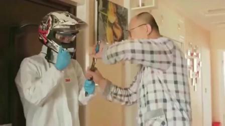 抗击肺炎:疫情期间弟弟出门全副武装,这随身携带的装备也太逗了吧