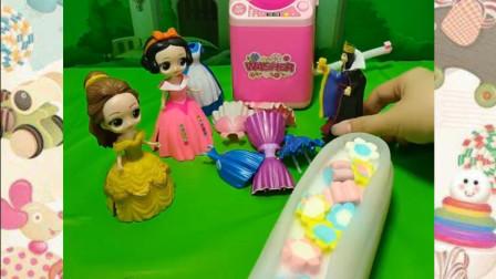 白雪公主的粉色裙子漂亮吗?还是贝尔公主的裙子漂亮呢?