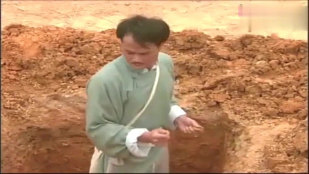 僵尸道长:棺材入土消失,九叔发觉不对劲,到墓地一看居然有?