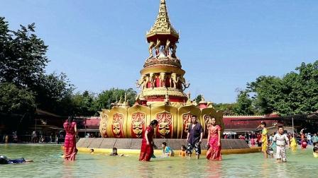 云南西双版纳勐泐大佛寺,孔雀放飞,欢度泼水,