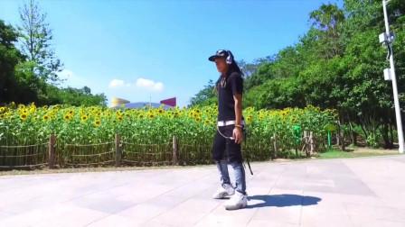 夏日葵田园下的机械舞舞者,炫酷街舞