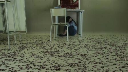 女孩把牙齿放到枕头下,被牙鬼拿走后,屋里竟下起牙齿雨!