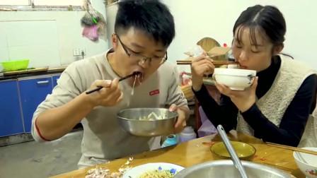 大叔做10斤芥菜卤面,嫌弃媳妇吃过的,网友:不要寄给我