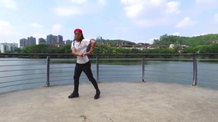 街舞高手表演机械舞,真帅气