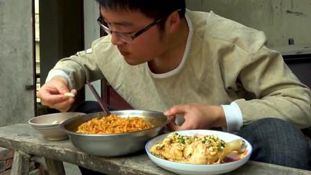 """大sao挑战""""辣味""""美食,超辣火鸡面配辣油鸡腿,大sao:那都不是事"""