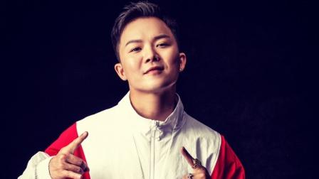 "B-boy男孩杨凯breaking高超炫技 ""花式翻滚""""无影腿""眼花缭乱"