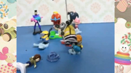 好多好玩的玩具小人啊,小朋友知道哪个是小黄人吗?