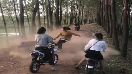 机车摩托:广西妹子真会玩,姑娘是个高手,玩的太牛了。