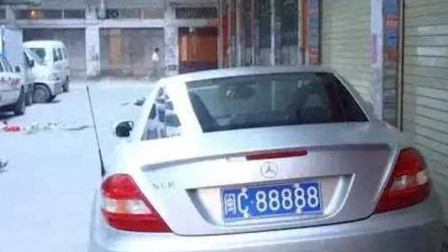 上海有辆7万的比亚迪,却让700万的幻影不敢接近,只因车牌多个字