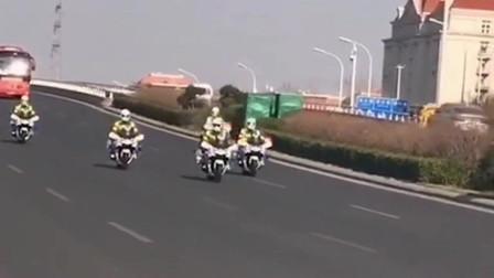 天津第一批支援武汉医护人员凯旋而归,由交警队护送,只能说句你们辛苦了!