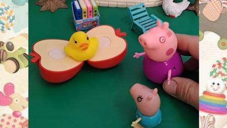 鸭宝宝最爱吃苹果了,猪奶奶真好