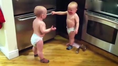 俄罗斯双胞胎宝宝用火星语对话,这阵势也太可爱了。