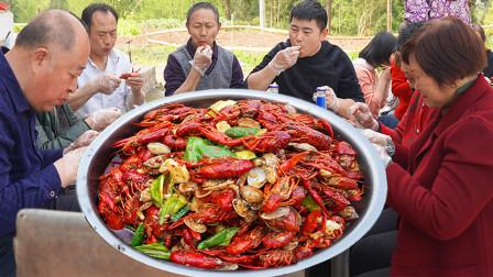 超小厨全家出动,15斤龙虾六斤花蛤,做两大桌菜为大姨践行,吃爽