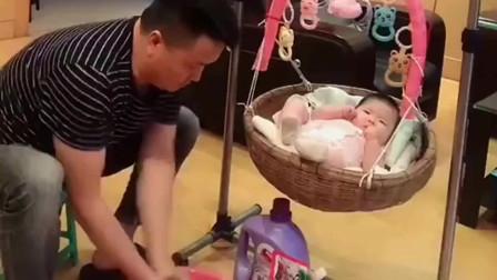 添了个小情人,家庭地位都变了,全家人围着这个小宝贝转!