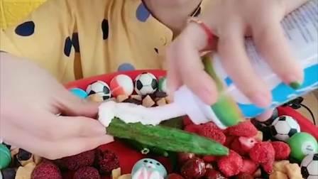 萌姐试吃:彩色巧克力糖,蔬果干,看着就想吃