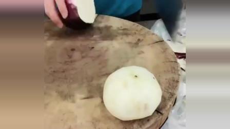 原来饭店里的大厨是这样削茄子皮的,真是开眼界了!