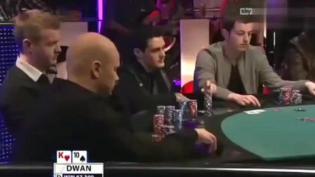 德州扑克:毒王dwan拿到弱牌,凭借超强价值能力,拿了3条街的满价值