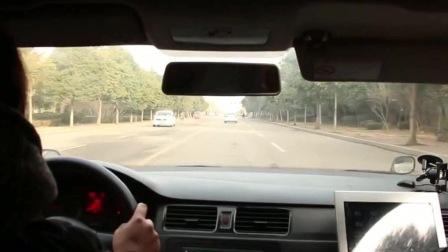 女司机科目三模拟考试,教练全程没说话,网友:这女司机真厉害