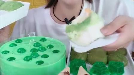 萌姐试吃:多种抹茶蛋糕,冰激凌,雪媚娘,看着好过瘾呀!