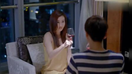 美女去找男人聊天,顺便喝点酒