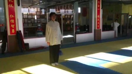 郭师傅演练游龙剑