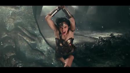 超人与神奇女侠完美配合,瞬间摧毁了荒原狼的武器!
