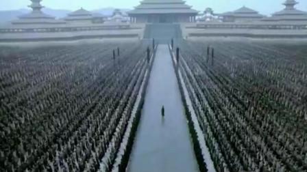据说当时这部电影动用了2万多群演!