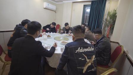 江苏解封餐饮业饭店 聚会吃饭的人饱满 经济得到复苏