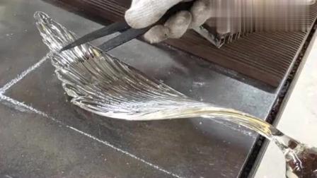 牛人发明:没想到玻璃盘子是这么制作的,像这种纯手工艺,现在已经不多了!