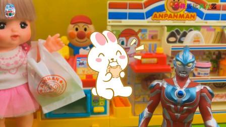 奥特曼和咪露娃娃逛超市购物