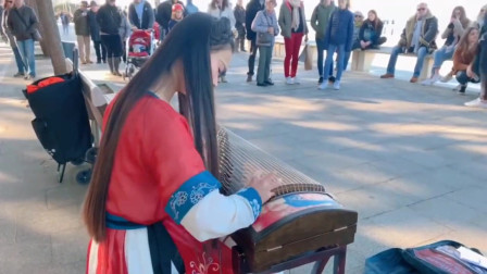 小姐姐来炸街啦,万里长城永不倒千里黄河水滔滔,弹古筝人人都是艺术家!