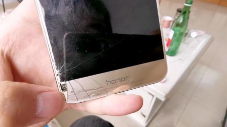 用了4年的荣耀手机,除了换过电池和屏碎了,感觉还挺耐用!