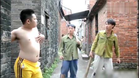 许华升:带老表去讨公道,没想到门口的那个保安太搞笑了