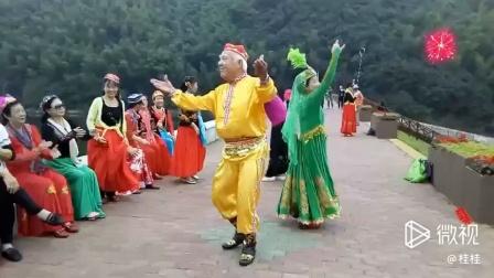 浙江农家乐-新疆舞表演者:费大哥、桂桂
