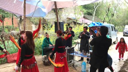 邓州市郑林大型唢呐锣鼓表演,老鼓手打得非常卖力,这也太好听了
