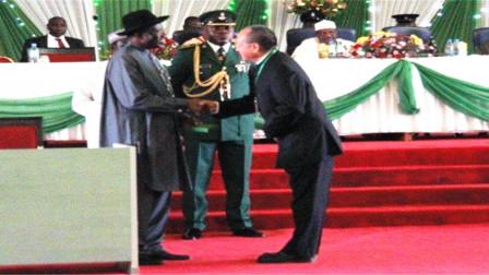 非洲最牛中国人,拥有私人武装百亿资产,和总统是好朋友