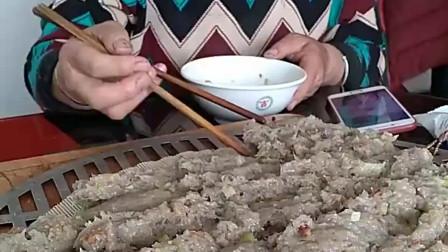 一开始以为是一锅饼,筷子一夹看懵了,谁能告诉我这是什么?